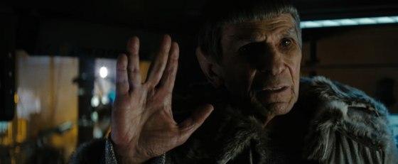 Leonard Nimoy como Spock no novo filme - O arrepiômetro atingiu níveis intergaláticos nessa cena