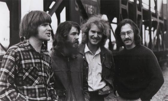 John Fogerty (guitarra e vocais principais), Tom Fogerty (guitarra), Stu Cook (baixo) e Doug Clifford (bateria)