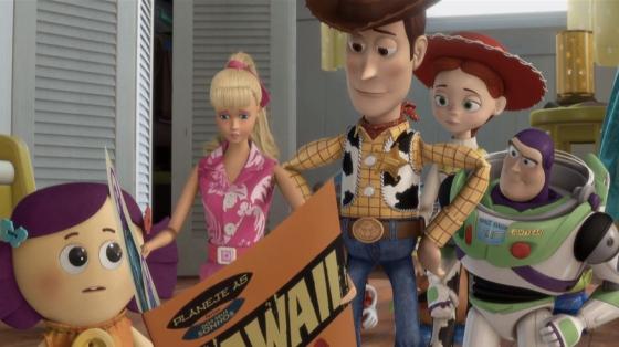 Woody e Buzz ajudam Barbie em seus planos de férias
