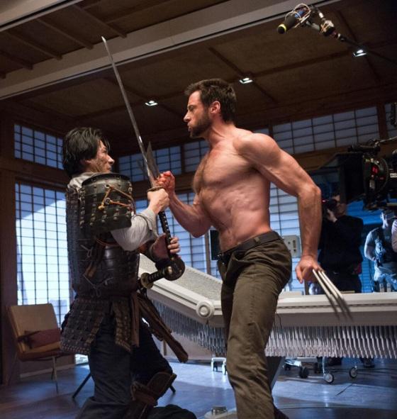 """""""Hiro Sanada e HJ ensaiam um choque de garras e lâminas. Hiro é realmente um ótimo ator, artista marcial e amigo."""""""