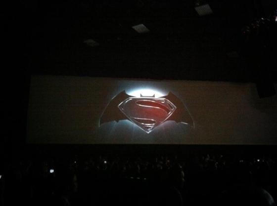Logo canalha de Superman e Batman colada as pressas no paint