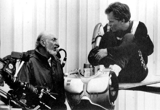 Peter Weller sofreu muito durante as gravações. Eram 10 horas de preparação, montando todas as peças da armadura, para filmar uma sequência,